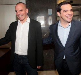 Η αντίδραση του ΣΥΡΙΖΑ στα όσα αναφέρει ο Βαρουφάκης στο νέο του βιβλίο: Του ευχόμαστε καλές πωλήσεις στο νέο του βίπερ  - Κυρίως Φωτογραφία - Gallery - Video