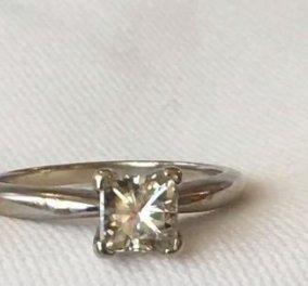 Τυχερό! Έχασε το δαχτυλίδι με το μονόπετρο & το ξαναβρήκε 9 χρόνια αργότερα σφηνωμένο σε πεζοδρόμιο - Κυρίως Φωτογραφία - Gallery - Video