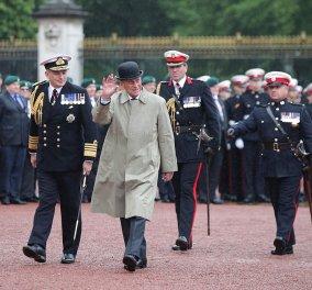 H συγκινητική στιγμή που ο σύζυγος της Ελισάβετ κάνει την τελευταία επίσημη εμφάνισή του ως Πρίγκιπας Φίλιππος - Κυρίως Φωτογραφία - Gallery - Video