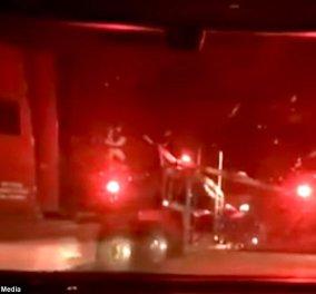 Η συγκλονιστική στιγμή που ένα τρένο συγκρούεται με φορτηγό (ΒΙΝΤΕΟ) - Κυρίως Φωτογραφία - Gallery - Video