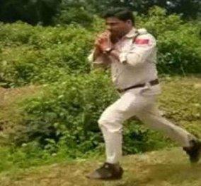 Ο Ήρωας της ημέρας: Αστυνομικός άρπαξε με γυμνά χέρια βόμβα 10 κιλών - έσωσε 400 μαθητές στην Ινδία (ΒΙΝΤΕΟ) - Κυρίως Φωτογραφία - Gallery - Video