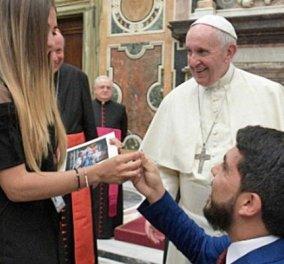 Νεαρός βουλευτής έκανε πρόταση γάμου στη μνηστή του μπροστά στον Πάπα (ΒΙΝΤΕΟ) - Κυρίως Φωτογραφία - Gallery - Video