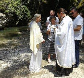 Ολλανδέζα 52 ετών ήρθε από την Αυστραλία για να βαφτιστεί Χριστιανή Ορθόδοξη στα παγωμένα νερά του ποταμού Λαγκάβιτσα - Κυρίως Φωτογραφία - Gallery - Video