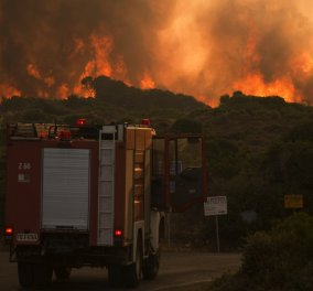 Σε κατάσταση έκτακτης ανάγκης τα Κύθηρα: Εκκενώθηκαν οικισμοί - Σκληρές μάχες των πυροσβεστών με τις φλόγες (ΦΩΤΟ-ΒΙΝΤΕΟ) - Κυρίως Φωτογραφία - Gallery - Video