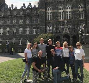 Ο πρίγκιπας Παύλος και όλη η οικογένεια αποχαιρετούν τον πρωτότοκο γιο Αλέξιο που πάει στο πανεπιστήμιο - Κυρίως Φωτογραφία - Gallery - Video