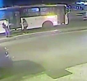 Βίντεο που εξοργίζει: 25χρονος Βραζιλιανός σπρώχνει την έγκυο σύντροφό του στις ρόδες λεωφορείου για να αποβάλει  - Κυρίως Φωτογραφία - Gallery - Video