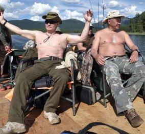 O Βλαντιμίρ Πούτιν καμαρωτός & ημίγυμνος δείχνει πόσο δυνατό αρσενικό είναι: Ψαρεύει κολυμπά στα παγωμένα νερά της Σιβηρίας (ΦΩΤΟ-ΒΙΝΤΕΟ)  - Κυρίως Φωτογραφία - Gallery - Video