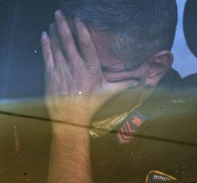 Συγκλονιστική η εικόνα του πυροσβέστη: Το μέγεθος της κούρασης αλλά και της απόγνωσης δείχνει αυτή η φωτογραφία  - Κυρίως Φωτογραφία - Gallery - Video