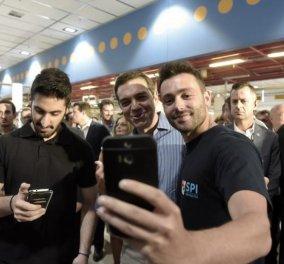 Ωραία κοπέλα η Αχτσιόγλου και οι selfies του Τσίπρα στον Παπαστράτο (ΦΩΤΟ) - Κυρίως Φωτογραφία - Gallery - Video