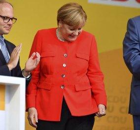 Γερμανία: Ντομάτες πέταξαν στην Μέρκελ σε προεκλογική εκδήλωση (ΒΙΝΤΕΟ) - Κυρίως Φωτογραφία - Gallery - Video