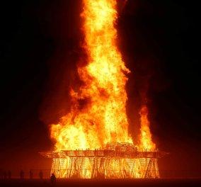 Άνδρας κάηκε ζωντανός στο Burning Man – πήδηξε στις φλόγες μπροστά σε χιλιάδες θεατές - φωτό - Κυρίως Φωτογραφία - Gallery - Video