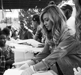 Η φιλάνθρωπος Μπιγιονσέ: Μοιράζει φαγητό στους πληγέντες από τυφώνα Χάρβεϊ & απαλύνει τον πόνο - Κυρίως Φωτογραφία - Gallery - Video