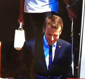 Καρέ - καρέ η άφιξη του Γάλλου Προέδρου Εμανουέλ Μακρόν & της συζύγου του στην Αθήνα – φωτό - Κυρίως Φωτογραφία - Gallery - Video