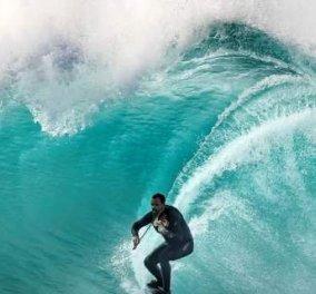 Βίντεο – φωτό: H μαγεία της μουσικής & της θάλασσας: κάνει σερφ αλλά την ίδια ώρα παίζει βιολί - Κυρίως Φωτογραφία - Gallery - Video