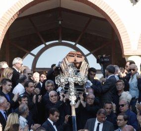 Το τελευταίο αντίο στον Μιχάλη Ζαφειρόπουλο - Πλήθος κόσμου «αποχαιρέτησε» τον ποινικολόγο - Κυρίως Φωτογραφία - Gallery - Video