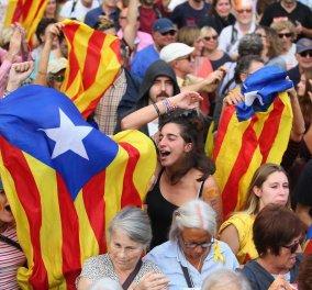 Αναμονή εξελίξεων στην «διχασμένη» Καταλονία - Κρίσιμη εβδομάδα για την Ισπανία  - Κυρίως Φωτογραφία - Gallery - Video