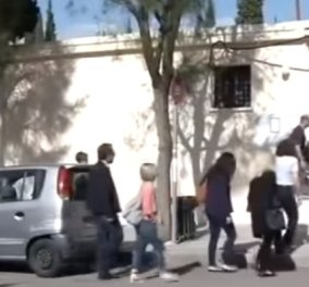Σε κλίμα οδύνης το τελευταίο «αντίο» στην 33χρονη εφοριακό που δολοφονήθηκε με 14 μαχαιριές (ΒΙΝΤΕΟ) - Κυρίως Φωτογραφία - Gallery - Video