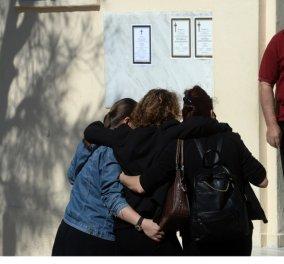 Βαρύ το κλίμα στην κηδεία της άτυχης εφοριακού - Σκληρή επίθεση από την αδερφή της στον πατέρα: «Αλήτη εσύ την έφαγες» - Κυρίως Φωτογραφία - Gallery - Video