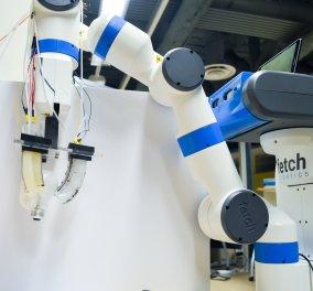 Το ρομπότ με τα απαλά «δάχτυλα» που αλλάζει λάμπα χωρίς να τη σπάει - Κυρίως Φωτογραφία - Gallery - Video