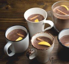 Αχ ας χειμωνιάσει να πιούμε ζεστή σοκολάτα με κάρδαμο και πορτοκάλι - την φτιάχνει ο Άκης Πετρετζίκης - Κυρίως Φωτογραφία - Gallery - Video
