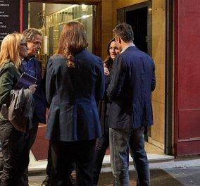 Ο Κυριάκος Μητσοτάκης με τη σύζυγό του Μαρέβα πήγαν θέατρο για να δουν τον «Φάρο» του Μαρκουλάκη - Κυρίως Φωτογραφία - Gallery - Video