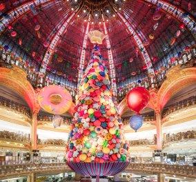 ΦΩΤΟ- ΒΙΝΤΕΟ: Δείτε την παραμυθένια διακόσμηση και το μαγικό δέντρο της Galleries Lafayette στο Παρίσι - Κυρίως Φωτογραφία - Gallery - Video