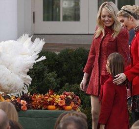 Στα κόκκινα οι κόρες του Τραμπ για το thanksgiving: Σικ η Ιβάνκα- Κακόγουστη η Τίφανυ (ΦΩΤΟ) - Κυρίως Φωτογραφία - Gallery - Video