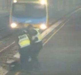 Βίντεο: Η δραματική διάσωση γυναίκας λίγα κλάσματα του δευτερολέπτου πριν περάσει το τρένο - Κυρίως Φωτογραφία - Gallery - Video