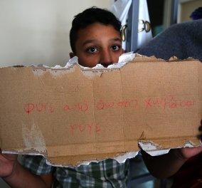 Εικόνες που εξοργίζουν από την επίθεση στο σπίτι του 11χρονου Αμίρ: «Φύγε από εδώ, στο χωριό σου»  - Κυρίως Φωτογραφία - Gallery - Video