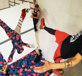"""Βίντεο : Αυτοί οι """" τρελοί """" τολμηροί άντρες κάνουν απίθανα πράγματα πηδώντας στον αέρα !!!! Κρατηθείτε  - Κυρίως Φωτογραφία - Gallery - Video"""