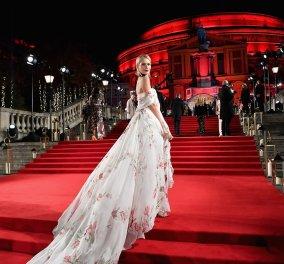 "Fashion Awards 2017: Η Ελίτ της μόδας παρούσα στη μεγάλη γιορτή- Οι νικητές- Οι παρουσίες που ""έκλεψαν την παράσταση""(ΦΩΤΟ) - Κυρίως Φωτογραφία - Gallery - Video"