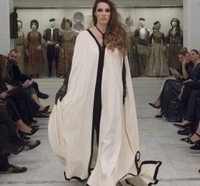 """Ο Jean Paul Gaultier ήρθε στο μουσείο Μπενάκη και """"έκλεψε"""" την παράσταση με τις εμπνευσμένες από την Ελλάδα δημιουργίες του (ΦΩΤΟ)  - Κυρίως Φωτογραφία - Gallery - Video"""
