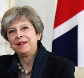 """""""Χαμένοι στη μετάφραση""""... Μεταφράστρια αποκάλεσε την Τερέζα Μέι... """"Madame Brexit"""" - Κυρίως Φωτογραφία - Gallery - Video"""