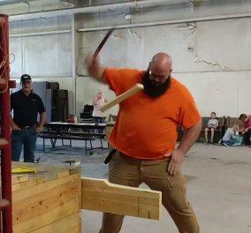 Βίντεο: Δείτε πως αυτός ο απίστευτος τύπος κέρδισε σε διεθνή διαγωνισμό μαχαιριών - Θα σας εντυπωσιάσει - Κυρίως Φωτογραφία - Gallery - Video