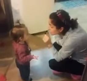 """ΒΙΝΤΕΟ: Αυτό θα πει παιδί με """"τσαγανό""""- Τρισχαριτωμένο  κοριτσάκι τσακώνεται με τη μαμά του και σκορπάει χαμόγελα - Κυρίως Φωτογραφία - Gallery - Video"""