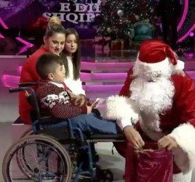 Κίνηση για βραβείο! Ντύθηκε Άη Βασίλης για να δώσει χαρά σε ανάπηρο παιδάκι ο Αλβανός πρωθυπουργός (ΒΙΝΤΕΟ) - Κυρίως Φωτογραφία - Gallery - Video