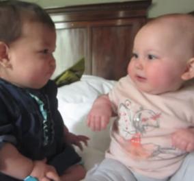 Smile βίντεο: Αυτά τα δυο ζουζουνάκια γελάνε, μιλούν, δαγκώνονται & έχουν σημειώσει πάνω από 38 εκατ. views! - Κυρίως Φωτογραφία - Gallery - Video