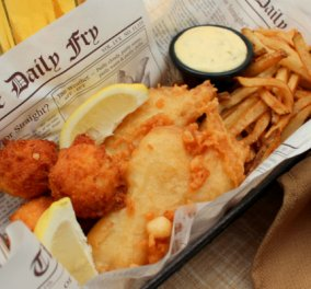 Αγαπημένη αμερικάνικη συνταγή με άρωμα Ελλάδας - Fish and chips με σάλτσα aioli λιαστής ντομάτας του Γιάννη Λουκάκου! - Κυρίως Φωτογραφία - Gallery - Video