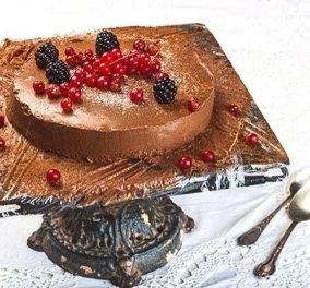 H Αργυρώ Μπαρμπαρίγου μας δείχνει πως να φτιάξουμε τούρτα σοκολάτας της τελευταίας στιγμής  - Κυρίως Φωτογραφία - Gallery - Video