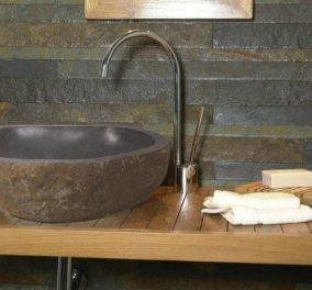 Ο Σπύρος Σούλης μας δείχνει πώς να ξεβουλώσουμε γρήγορα & εύκολα τον νιπτήρα του μπάνιου με 3 απλά υλικά! - Κυρίως Φωτογραφία - Gallery - Video