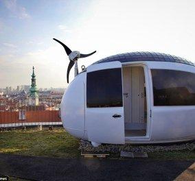 Απίθανο αρχιτεκτονικό κατασκεύασμα! Σπίτι σε σχήμα αυγού με μέγεθος 8 τ.μ παράγει το δικό του ηλεκτρικό ρεύμα (ΦΩΤΟ - ΒΙΝΤΕΟ)    - Κυρίως Φωτογραφία - Gallery - Video