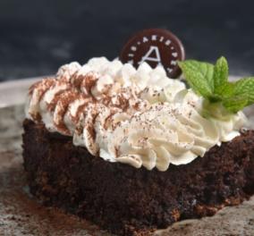 Ο Άκης Πετρετζίκης μας δείχνει πως να φτιάχνουμε εκπληκτικό κέικ σοκολάτας χωρίς γλουτένη (ΒΙΝΤΕΟ) - Κυρίως Φωτογραφία - Gallery - Video
