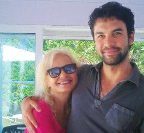 Κωνσταντίνος Μουσούλης: Ο γόης & σκηνοθέτης γιος της Αγγελικής Νικολούλη ετοιμάζει σε ταινία το βιβλίο της μαμάς... - Κυρίως Φωτογραφία - Gallery - Video