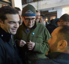 Χαρούμενες Απόκριες για τον πρωθυπουργό στη Σκύρο - Το πάρτι, η έξοδος και οι selfies με θαυμάστριες του (ΦΩΤΟ) - Κυρίως Φωτογραφία - Gallery - Video