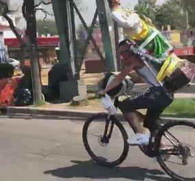 Viral έγινε ποδηλάτης στο Μεξικό: Κουρασμένος και αφηρημένος έγινε ένα με το μπροστινό αυτοκίνητο!  - Κυρίως Φωτογραφία - Gallery - Video