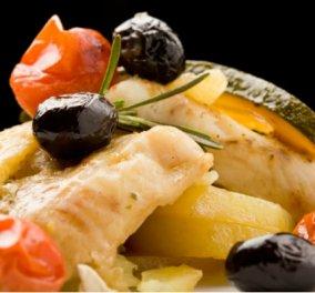 Gourmet απόλαυση από τον μετρ Έκτορα Μποτρίνι - Λαχταριστό φιλέτο μπακαλιάρου με φινόκιο, ελιές & δεντρολίβανο - Κυρίως Φωτογραφία - Gallery - Video