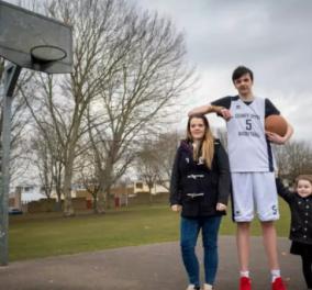 Αυτός είναι ο ψηλότερος 16χρονος στον κόσμο: Έχει ύψος 2,23 μ. (ΒΙΝΤΕΟ)  - Κυρίως Φωτογραφία - Gallery - Video