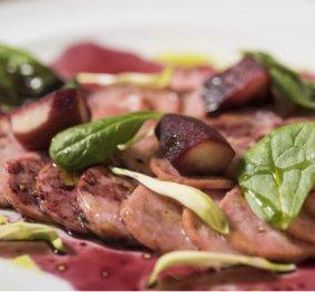 "O ""δαίμονας"" της κουζίνας, Έκτορας Μποτρίνι παρουσιάζει υπέροχα λουκάνικα με κρασί & μήλα - Κυρίως Φωτογραφία - Gallery - Video"