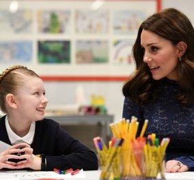 Απαστράπτουσα ξανά η εγκυμονούσα Kate Middleton πλάι σε παιδάκια σε σχολείο του Λονδίνου (ΦΩΤΟ - BINTEO) - Κυρίως Φωτογραφία - Gallery - Video