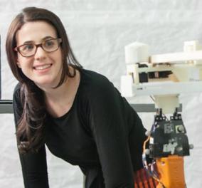 Μικρό μα θαυματουργό! Το πανέξυπνο ρομποτάκι - ξυλουργός που φτιάχνει έπιπλα κατά παραγγελία (ΒΙΝΤΕΟ) - Κυρίως Φωτογραφία - Gallery - Video